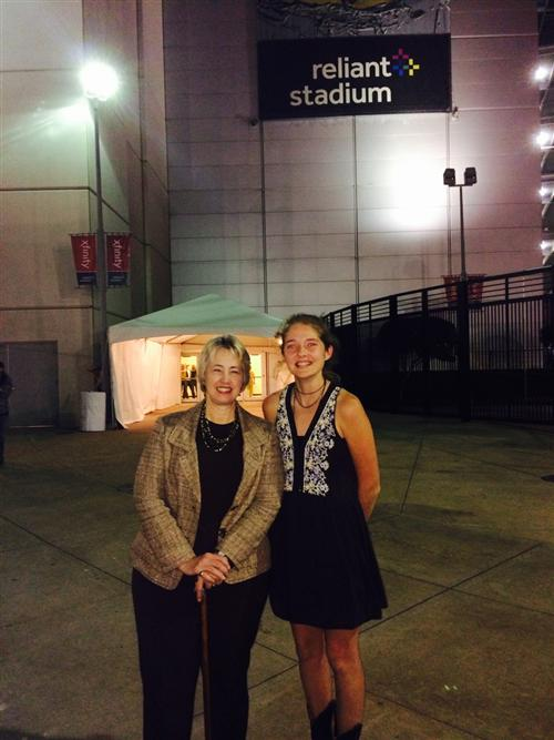 L-R: Mayor Annise Parker and Claire Brudner (11)