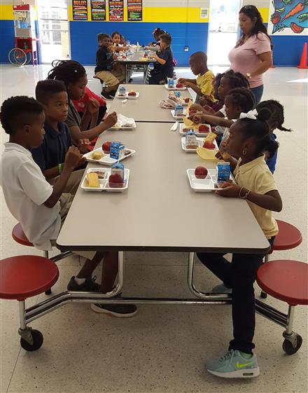 HISD Announces Free Meals for the 2018-2019 School Year